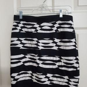 Short black and white skirt from Cato
